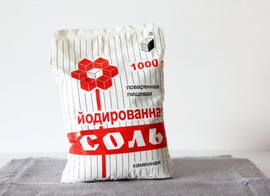 Обогатить свой рацион йодом помогут продукты, содержащие этот элемент в повышенной концентрации. Например, йодированная соль.