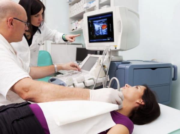 Обследование щитовидной железы больного