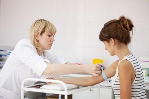 Фото: забор крови для лабораторного анализа