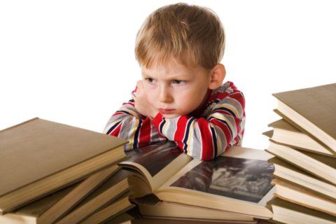 Если ребенок стал хуже учиться в школе, стал подавленным и сонливым, возможно это признак болезни щитовидки