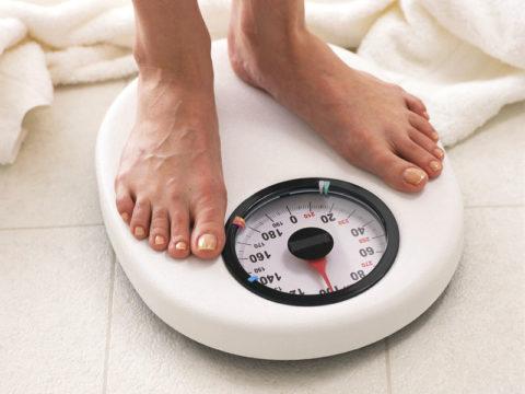 Если вы питаетесь как обычно, а вес неожиданно стал ползти вверх, сдайте анализ крови на ТТГ и гормоны щитовидки