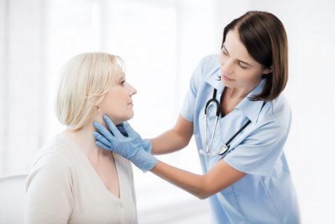 Все пациенты с зобом Хашимото должны проходить диспансерное обследование у эндокринолога 1 раз в 3-6 месяцев