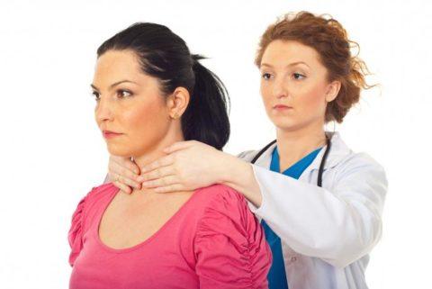 При появлении признаков, нужно обратиться к эндокринологу, который назначит соответствующее лечение.
