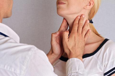 Большинство пациентов с кистой щитовидки волнует, опасно ли это заболевание