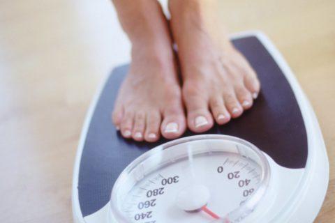 Лишний вес может быть связан с больной щитовидкой