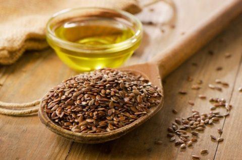 Льняное масло и семена льна.