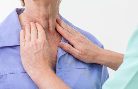 При аутоиммунном тиреоидите увеличенная щитовидная железа доступна пальпации