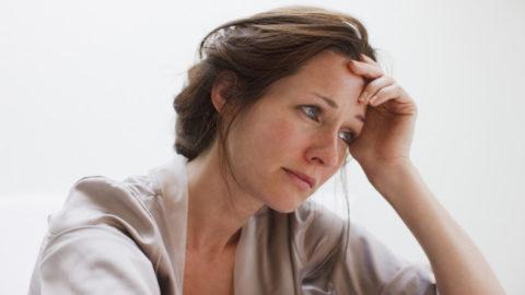 Усталость и тяжелое психоэмоциональное состояние проявляется при тиреоидите.