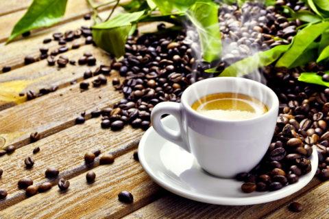 От кофе и энергетических напитков пациентам с гипотиреозом рекомендуется отказаться