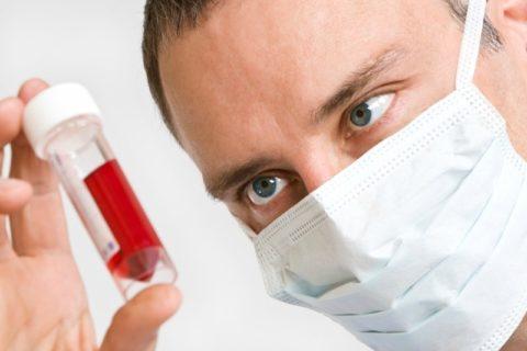 Проведение анализов крови позволяет быстро узнать уровень тиреоидных гормонов