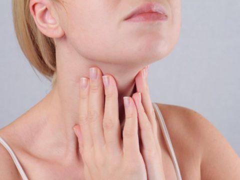 Женщины уязвимы перед заболеванием щитовидной железы.