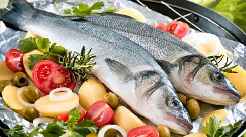 Рыба и различные овощи должны представить основу рациона при гипотиреозе.