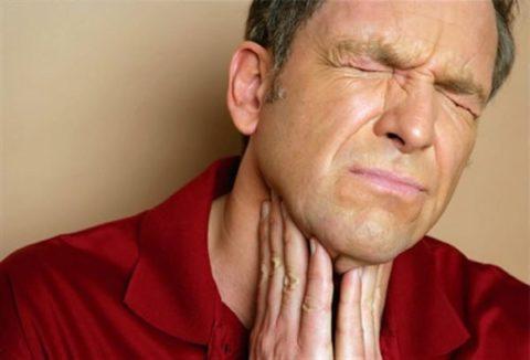 Боль в щитовидке - один из признаков развития кисты