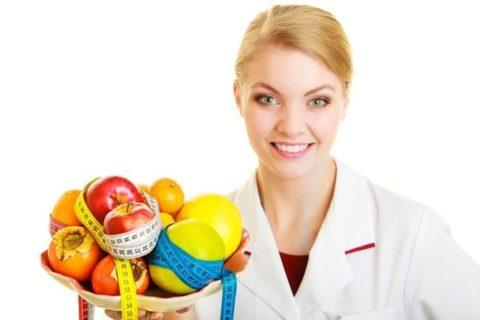 Диетолог ознакомит пациента с основными правилами здорового питания.