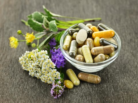 Комплекс мер терапевтического воздействия: медикаментозные препараты и средства народных целителей.