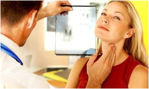 Контролировать здоровье щитовидной железы необходимо.