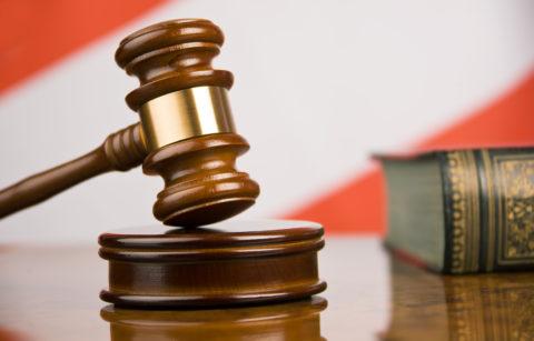 Пациент имеет право обжаловать решение врачей в суде.