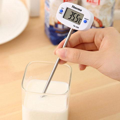 Процесс определения температуры потребляемой пищи.