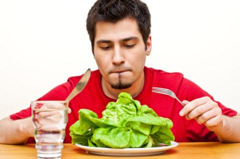 Перед сдачей крови стоит ограничить себя в обильной пище и питье