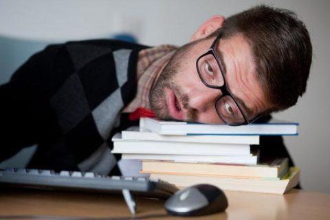 Постоянная усталость может быть симптомом проблем с ЩЖ