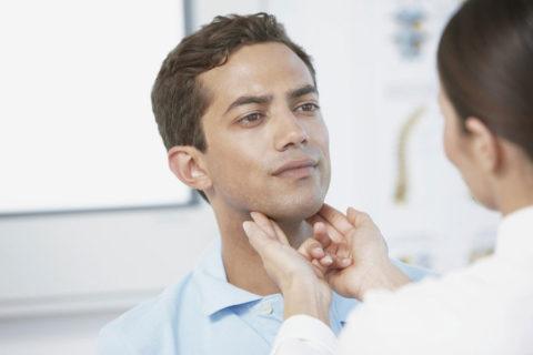 Щитовидка реже беспокоит мужчин, но это не повод откладывать поход к врачу