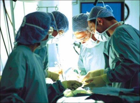 Своевременное хирургическое вмешательство позволяет сохранить жизнь пациента.