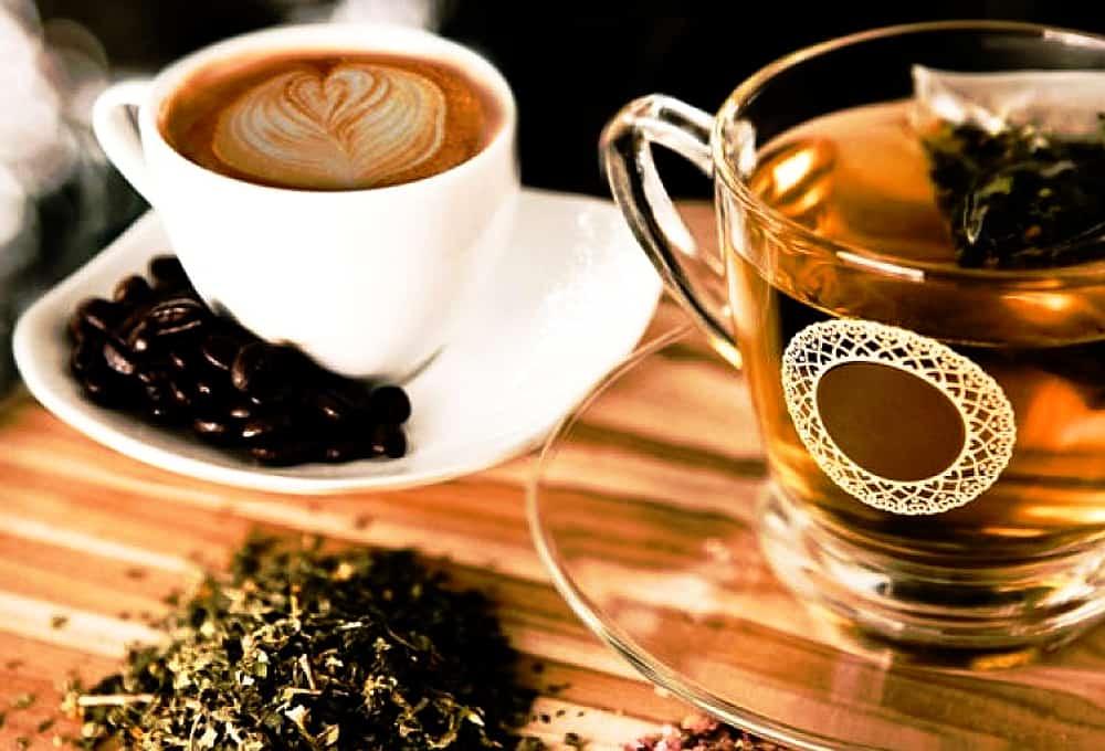 При патологиях щитовидки следует отказаться от употребления крепкого чая и кофе.