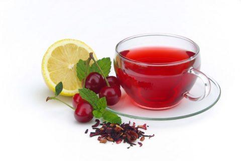 Готовый вишнёвый чай, приготовленный из сухих веток, помогает укрепить организм и нормализовать работу жизненно – важный органов и систем.