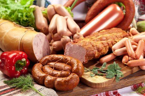 Копчености и острые блюда являются запрещенными при гипотиреозе.