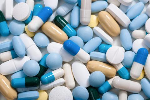 Лечение заболевания препаратами назначается при изменениях в щитовидной железе.