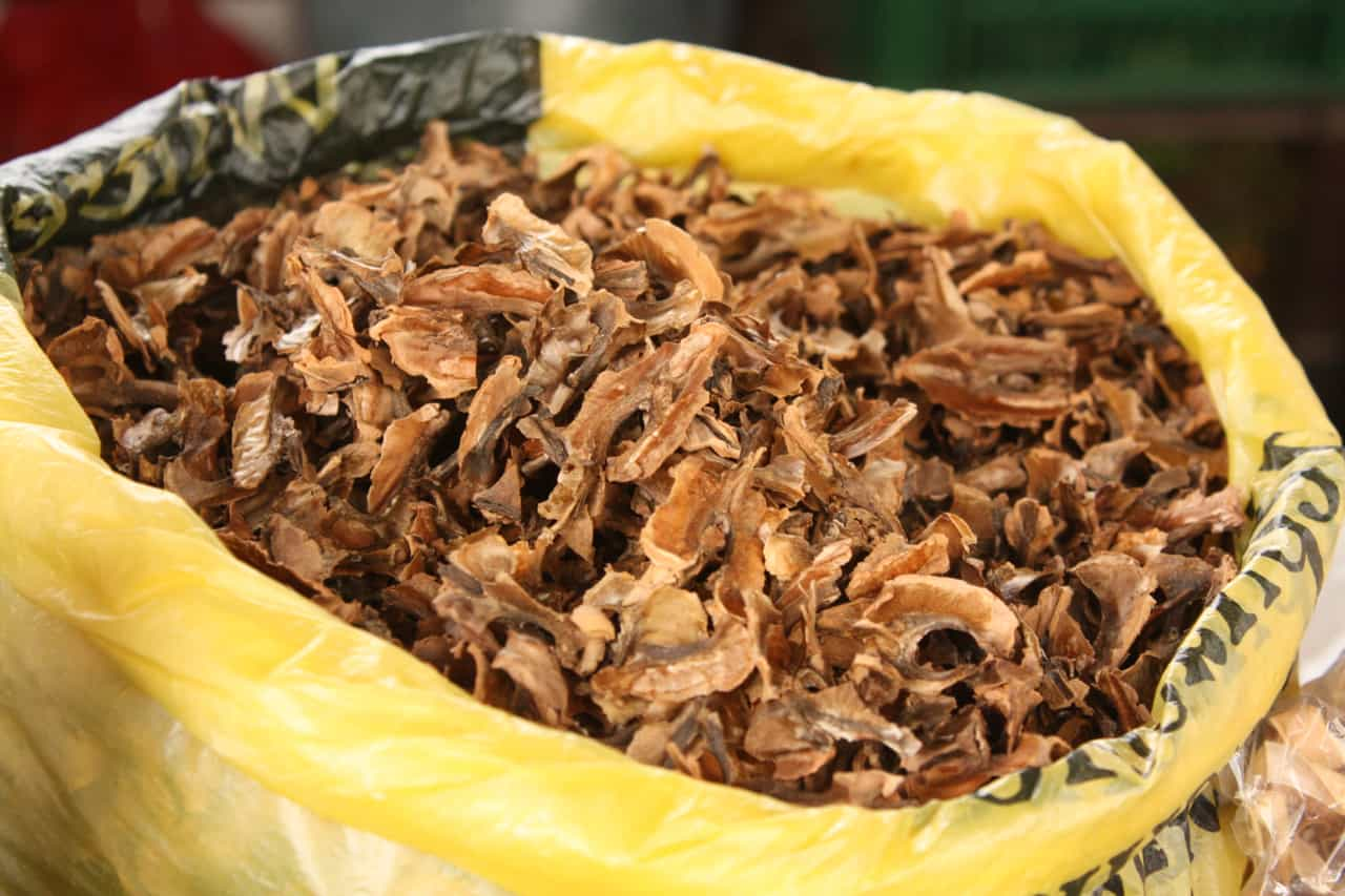 Из скорлупы грецких орехов делают лечебную настойку