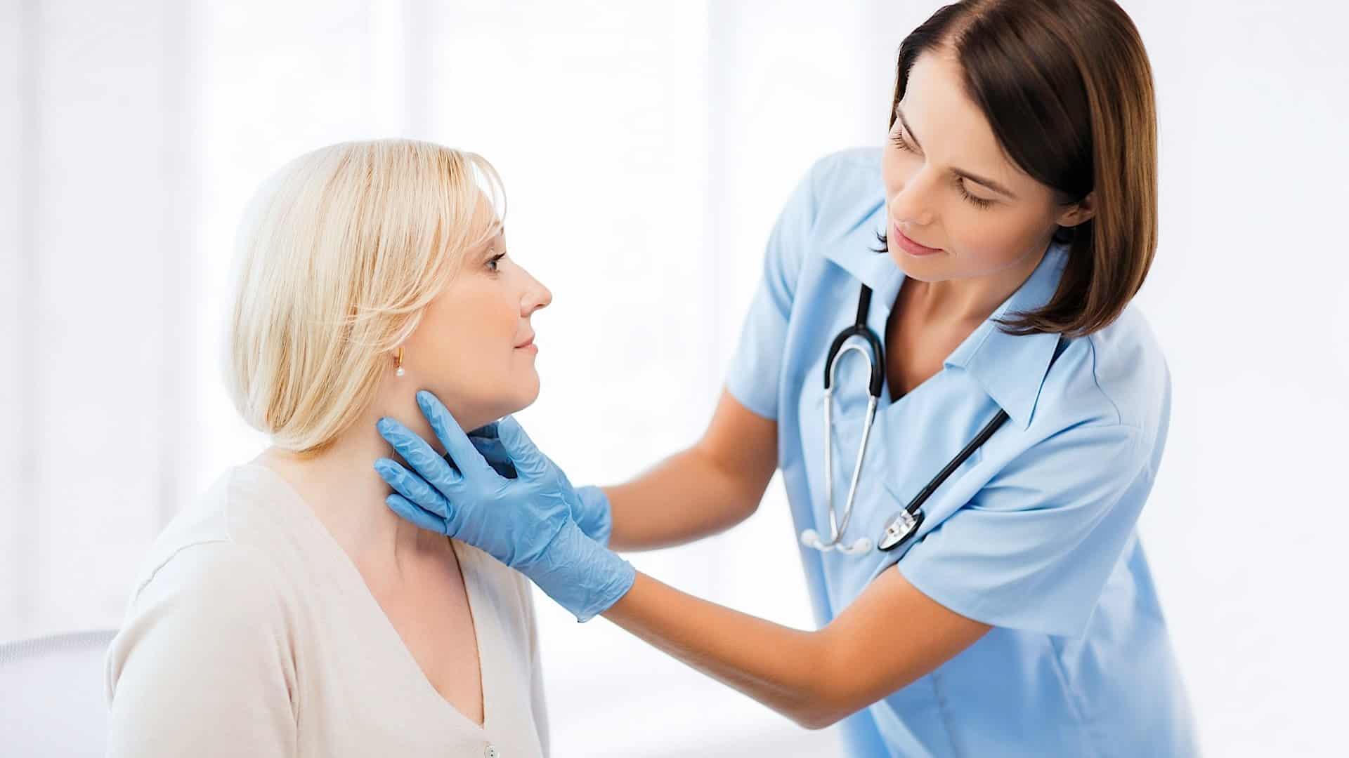 При диагностировании зоба щитовидной железы, пациент должен посещать эндокринолога не реже 1 раза в месяц, для осуществления контроля за прогрессированием заболевания.