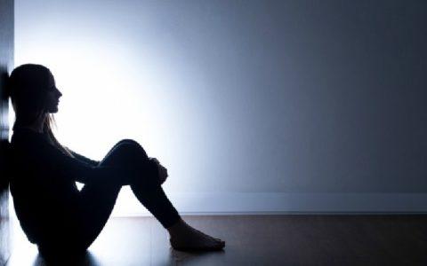 Депрессивное состояние также является одним из признаков заболевания щитовидки