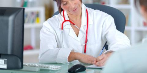 Гипотиреоз успешно контролируется приемом гормонов