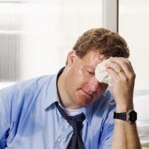 Излишняя потливость и жар – причины неприятного заболевания эндокринной системы