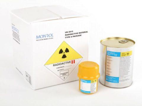 На фото представлена форма выпуска радиоактивного йода, применяемого при гипертиреозе.