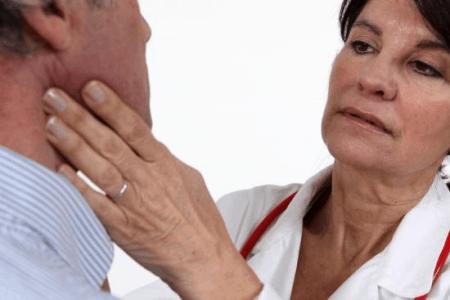 Пальпация лимфоузлов - метод начальной диагностики метастазов.