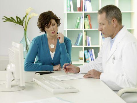 Специалисты утверждают, что главными причинами развития заболевания являются генетическая предрасположенность и стрессовые ситуации.