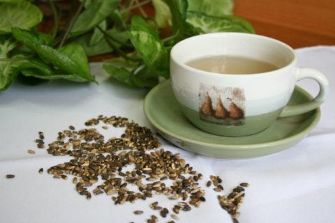 В приготовленный напиток из расторопши можно добавить сахар или мёд по вкусу.