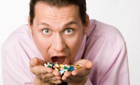 Бесконтрольно принимать лекарства нельзя