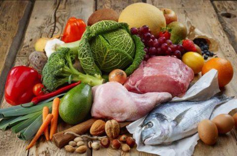 Нормализовать йодбаланс в организме можно с помощью продуктов питания, в составе которых содержатся йод и минералы.