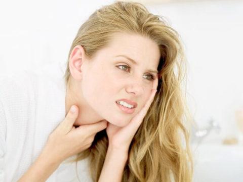Усталость, болезненность и затруднение при глотании могут возникнуть при гипертрофической форме аутоиммунного тиреоидита.