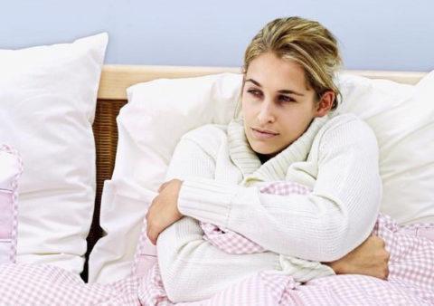 Постоянный озноб, заставляющий человека даже в теплом помещении спать в теплом белье